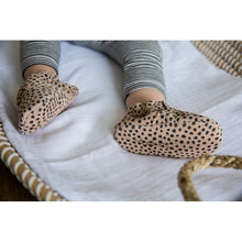 Load image into Gallery viewer, Mockies / Babyschoen / First Steps / Speckle Sand