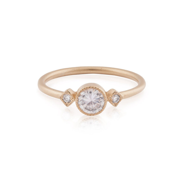 dlyla - three diamonds round ring