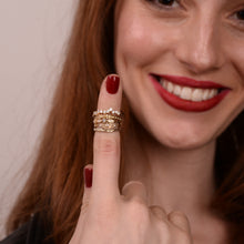 laura - a symmetric diamond ring