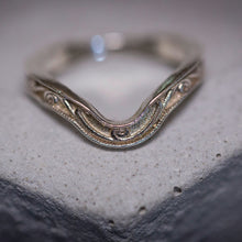 onda - moon shaped ring