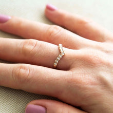 linda - v shaped ring