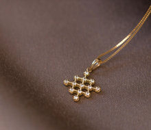 Load image into Gallery viewer, hive diamond necklace