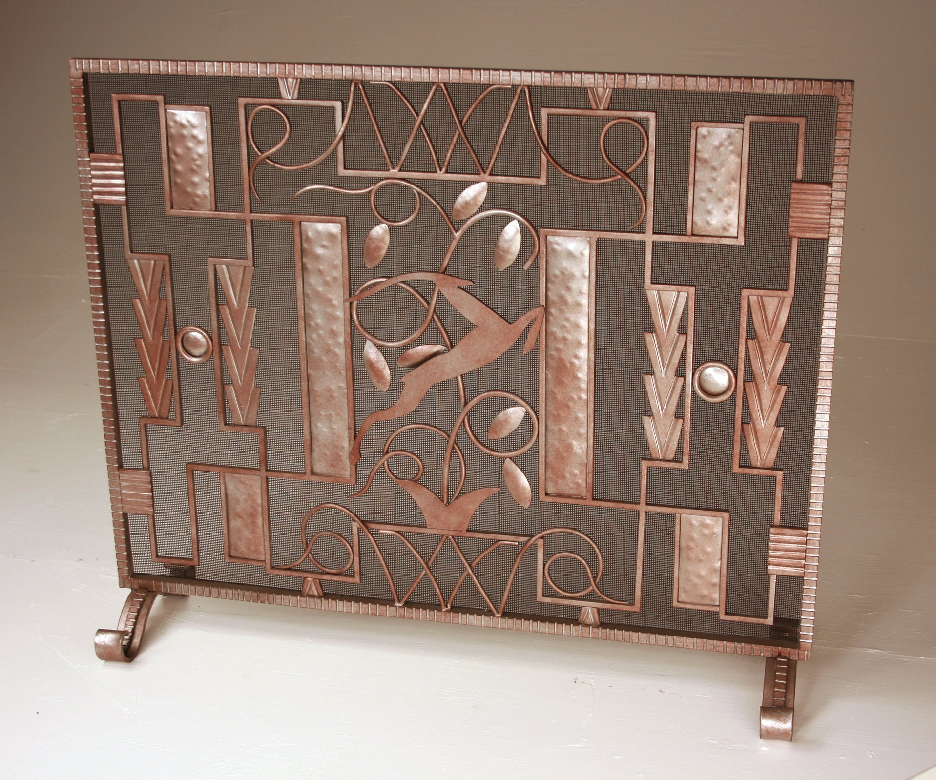 Are you looking for Art Deco fireplace screens and doors online? Explore our beautiful collection of Art Deco fireplace screen doors within reasonable prices.