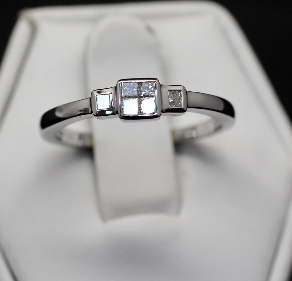14K White Gold Ilusion Set Band