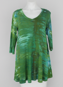 Tunic 3 quarter sleeve V neck - size Small - ice dye - Mermaid's Tale snakeskin