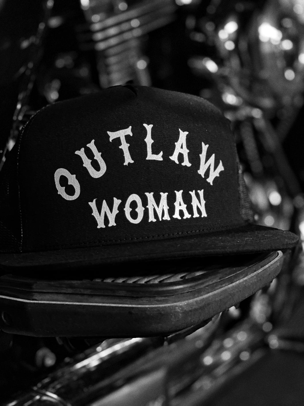 561 - Outlaw Woman Hat
