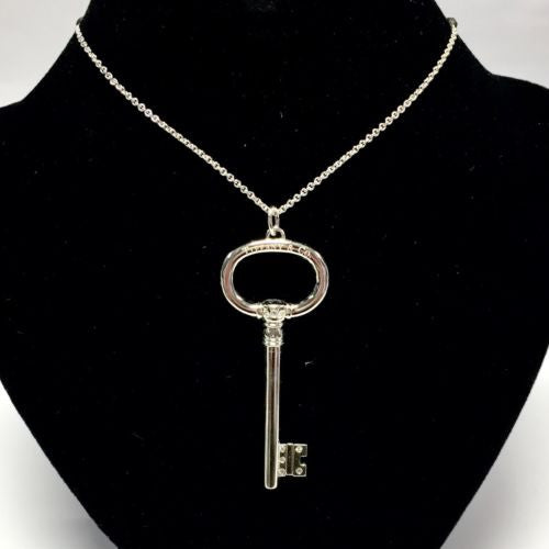 New Authentic TIFFANY & Co. 925 Sterling Silver 8 DIAMONDS KEY PENDANT w/ Chain