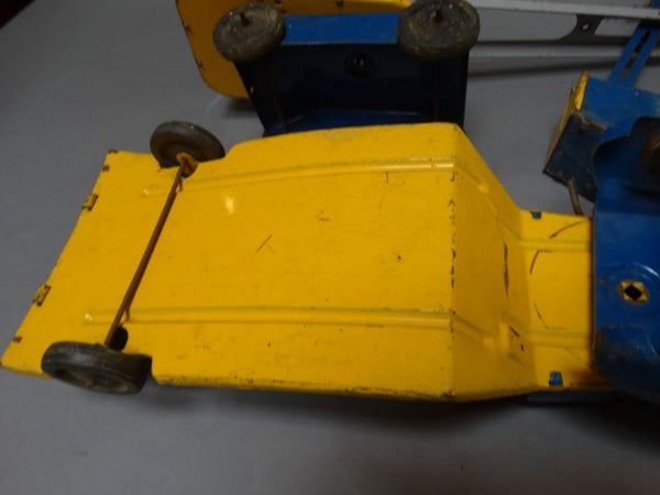 Wyandotte 3-piece Excavator with Equipment Mover Toy