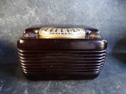 Philco Hippo Model 48-460 AM Tube Radio in Brown Bakelite c 1948 A2347