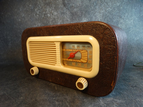 1948 Philco Bakelite Leather Radio Model 48-206 Code 125 A2390
