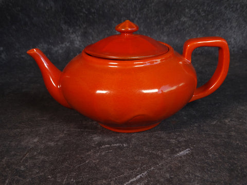 Catalina Teapot in Toyon Red over White Clay C524