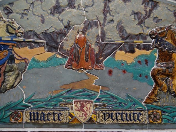 Art Tile Scene of Knights Jousting for a Damsel with Motto Macte Virtute
