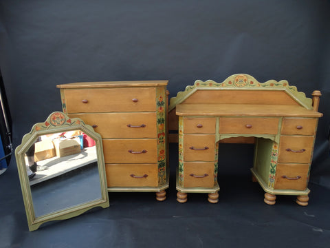Monterey Fiesta Crackle Green 4-piece Bedroom Suite c 1930s