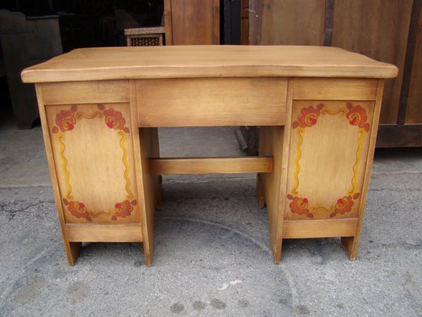 Coronado Straw Ivory Desk with Floral Decoration