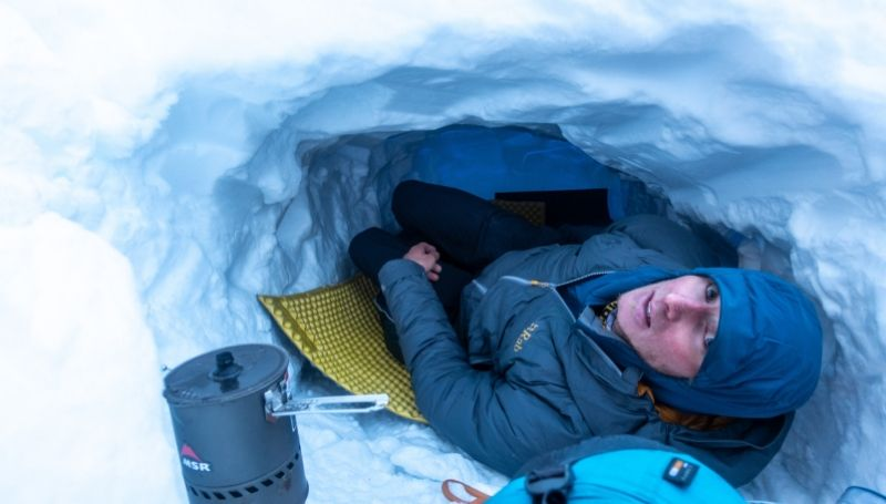 Luca makes a snow hole for his bivvy