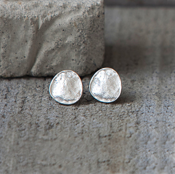 Tutti antique silver finish hammered off-round stud earrings - Ellimonelli