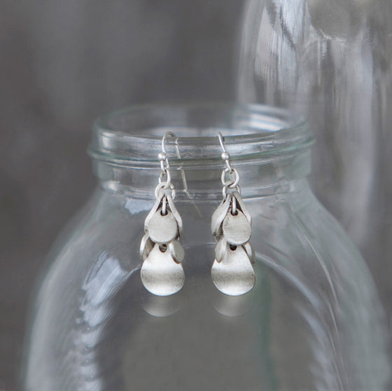 Tutti antique silver finish teardrop cluster hook earrings - Ellimonelli