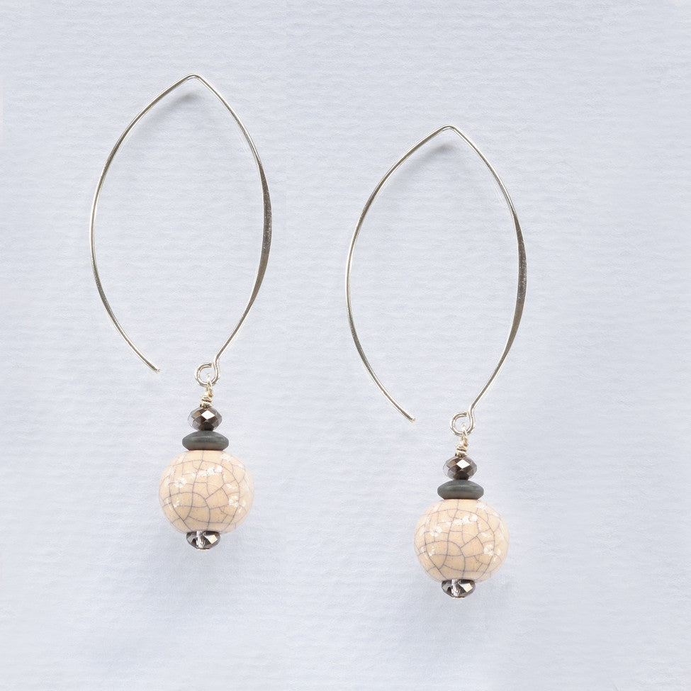 Finty 925 silver earrings with ceramic cream craquelle drops by Elli