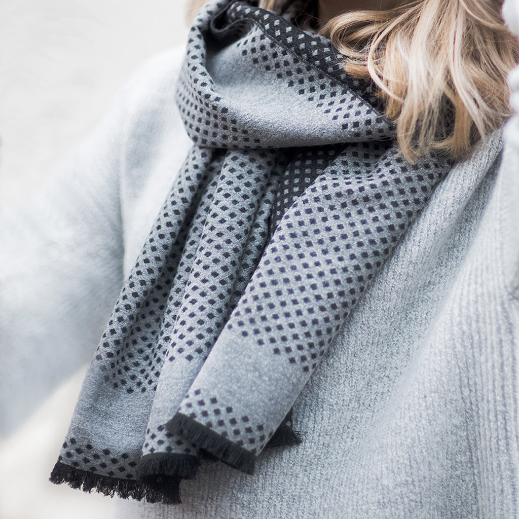 Tutti pale grey/charcoal spotted reversable wrap - Ellimonelli