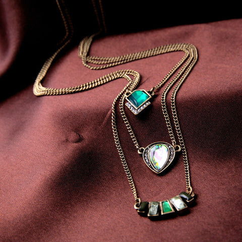Triple layered emerald neckpiece