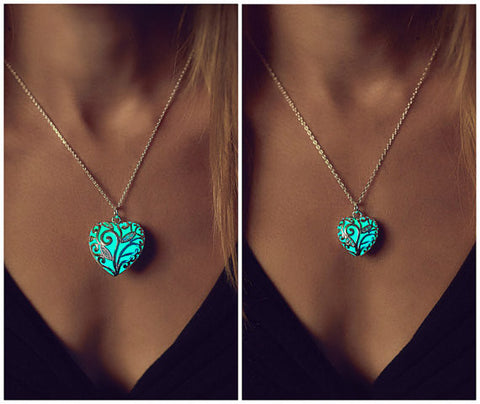 Glow In Dark Necklace (2 Necklace)
