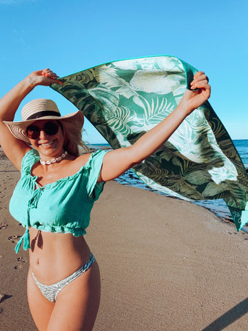 Eloise with Real Active Lush Tropics Towel