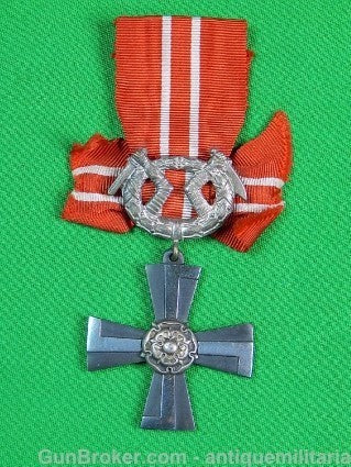 Finnish Finland WWII WW2 Cross Medal Badge Pin