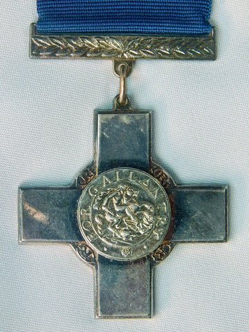 Replica Copy of British English WW2 Gallantry Cross Medal Order Badge