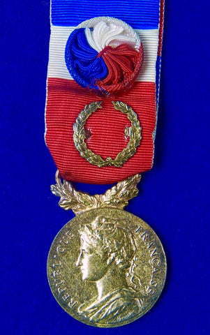 Vintage French France 1987 Medal Order Badge