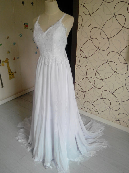 L91 Romantic Sweetheart Chiffon Beach Wedding Dress with Lace