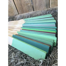 1:1 ratio: Antibes Green mixed with each Chalk Paint®