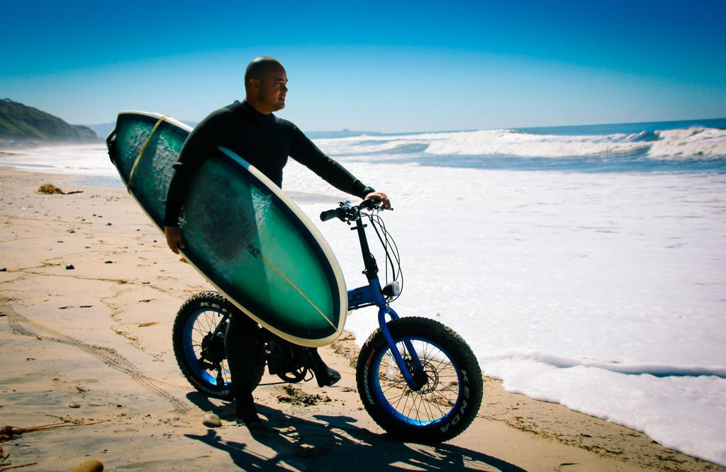 emojo lynx pro electric bike with surfer riding at beach