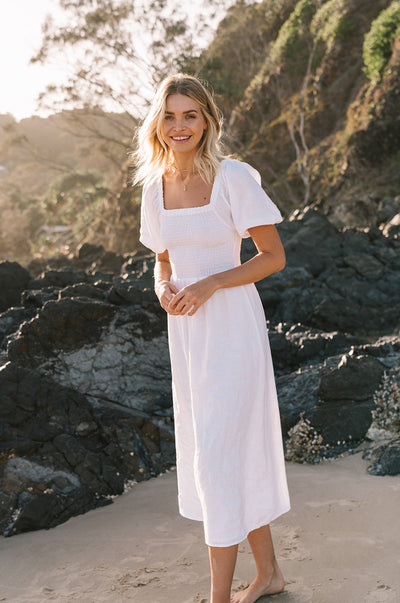 VOYAGE Midi Dress - white linen