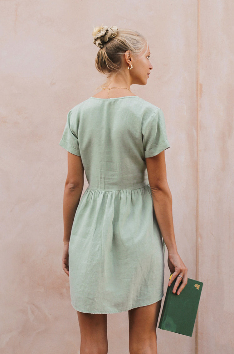 SUNCHASER Dress - light green linen