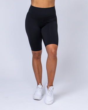 Muscle Nation | Referee Length High Waist Scrunch Shorts – Black | MVMNT LMTD