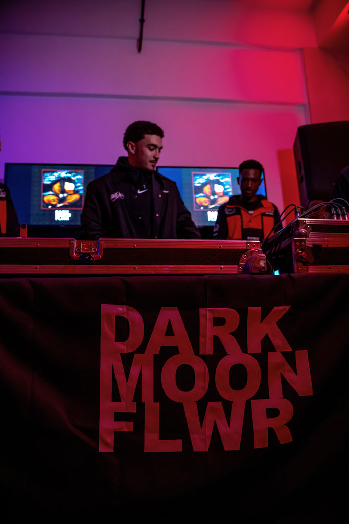 DARK MOON FLWR - LISTENING SESSION