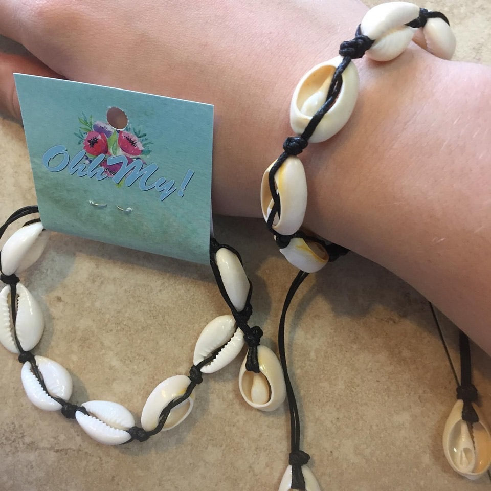 Bracelet: Shell adjustable bracelet - OhhMy! Gifts and Things, LLC
