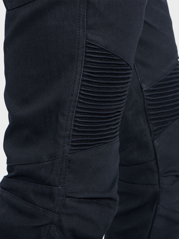 Protective motorcycle riding jeans made of stretch denim with Dyneema® by ZIN Motowear. Model D618.