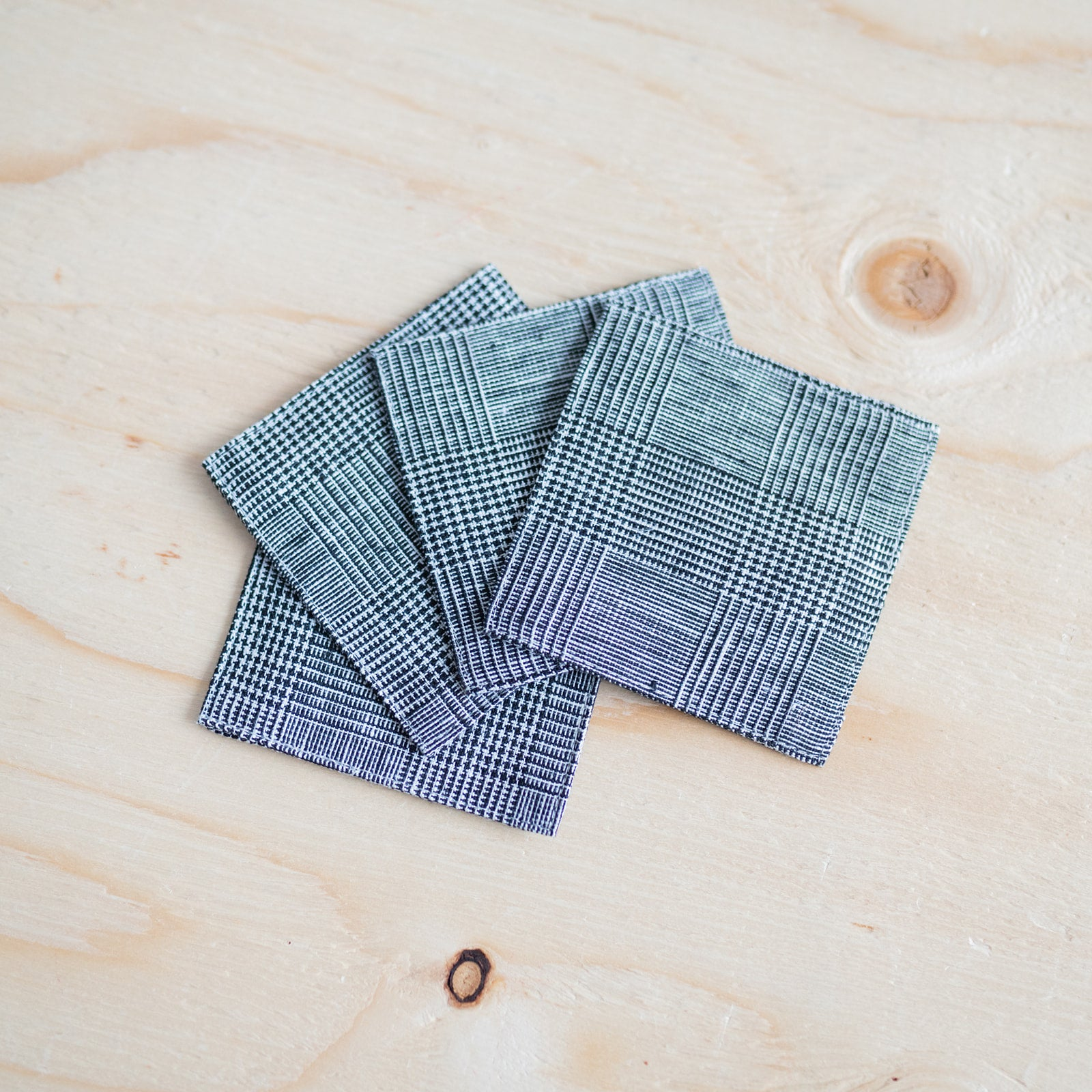 Houndstooth Linen Coasters Set