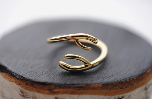Inward Yellow Gold Thicker Roots Ring