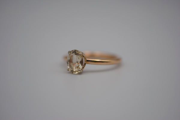 Oregon Sunstone Solitaire Yellow and White Gold Ring