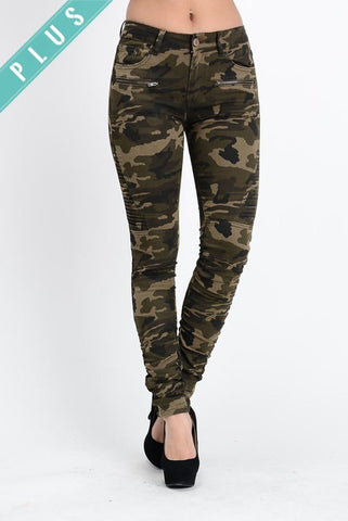 Camo Zippered Leggings (Plus Size)