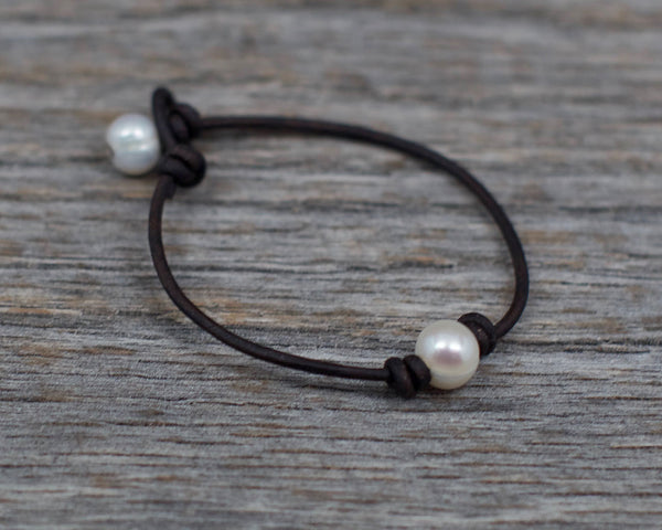 Angie Laugel Artist – White Single Pearl Bracelet