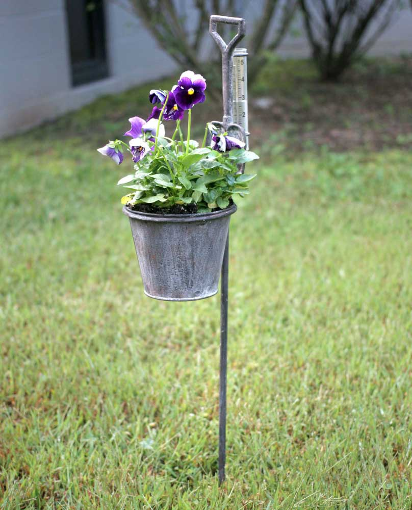 spade garden stake planter with rain gauge