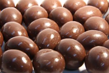 Milk Choc Almonds in 1KG Bag
