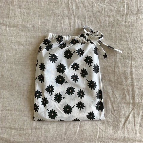 Daisy Pillowslip in black *NEW*