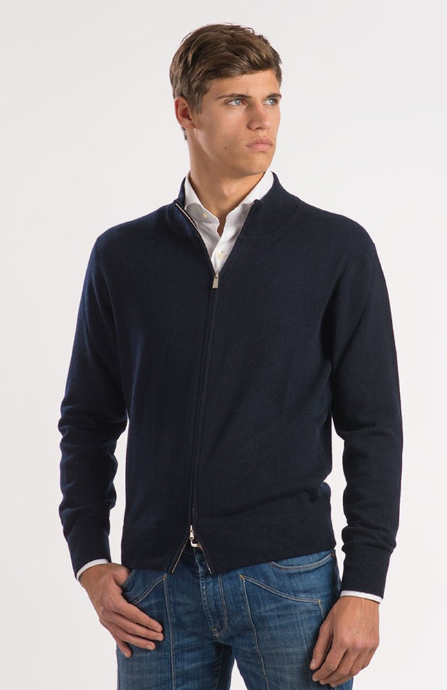 Cardigan color blu navy, 100% cashmere, full zip, davanti.