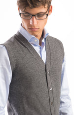 Gilet scollo v con bottoni in madreperla realizzato in 100% cashmere, color blu navy, dietro.