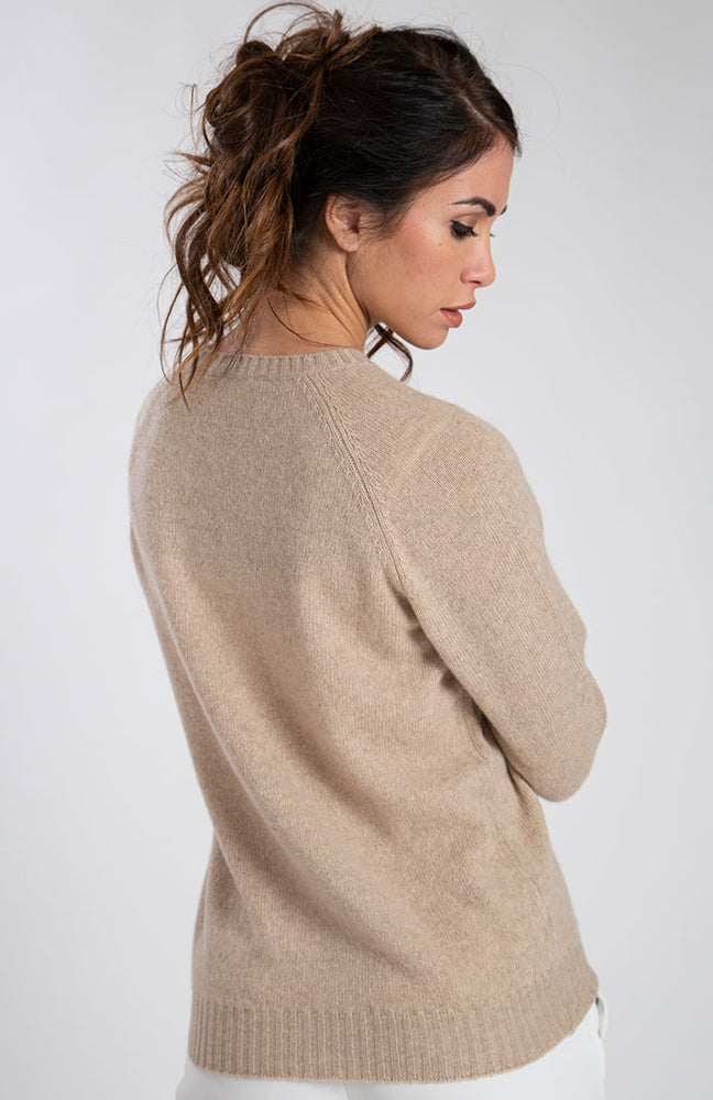 Girocollo in eco cashmere color beige, visto da dietro.