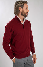 Lupetto con bottoni color bordeaux 100% cashmere, profilo.